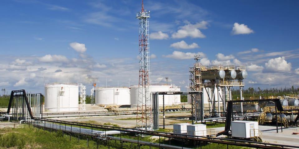 Поставляем ИБП в нефтегазовый сектор более 15 лет